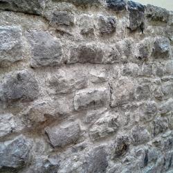 Kamenná zeď po opravě