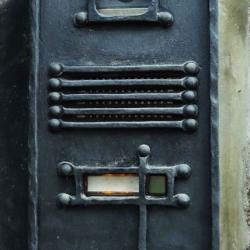 Štít na domovní telefon