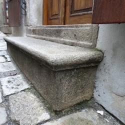 Kamenný schod
