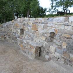 Kamenné schodiště ze zdí
